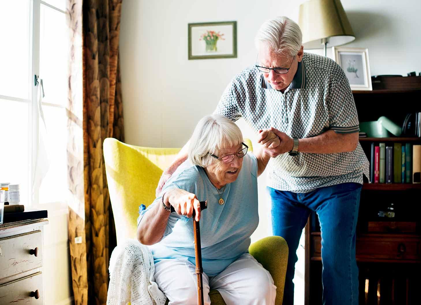 ¿Cómo la enfermedad de Parkinson afecta la movilidad y el sentido de equilibrio?